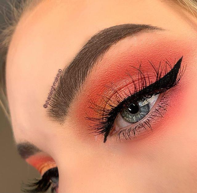 Maquiagem neon sombra laranja