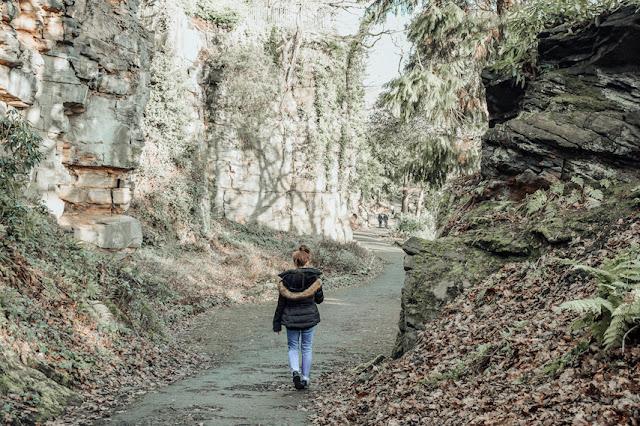 Beaumont Park - walking between the rock faces