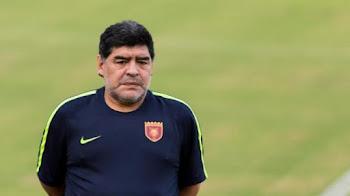 نادي الفجيرة يتراجع عن إقالة مارادونا ويجدد عقده لموسم إضافي