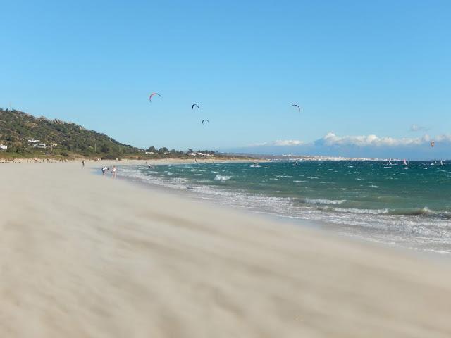 Visión de la playa un día de mucho viento