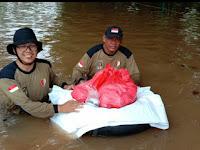Siang Malam, 1.000 Nasi Bungkus Dibagikan Relawan PKS untuk Korban Banjir