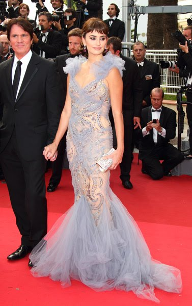 b1f689e9d Cannes Queens: Penelope Cruz in Marchesa Fall 2011: Attending the Premiere  of