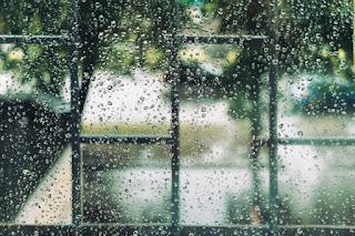 Daripada Cuma Jadi Kaum Rebahan Ketika Musim Hujan, Mending Lakukan Aktifitas Produktif Berikut Ini