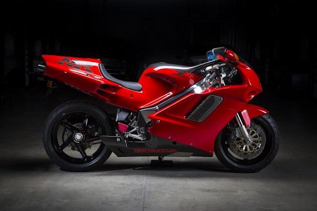 Honda NR750