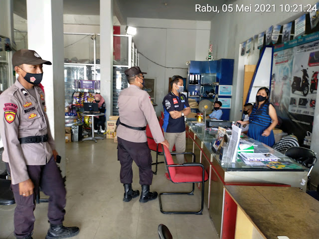 Sembari Patroli Kamtibmas, Personel Polsek Dusel Imbau Warga Tetap Disiplin Prokes 5M