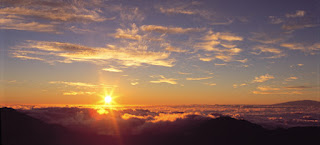 http://www.gohawaii.com/en/assets/Image/MAUI/18631_mauiResized.rar/resized/Haleakala-Sunrise.jpg