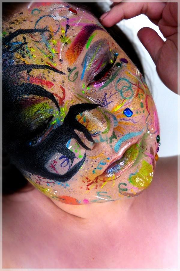 bunter Makeup Look zum Zauberspruch Riddikulus