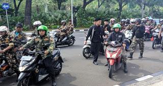 Protes Ceramah Ust. Felix Siauw, Banser Konvoi Geruduk Balai Kota