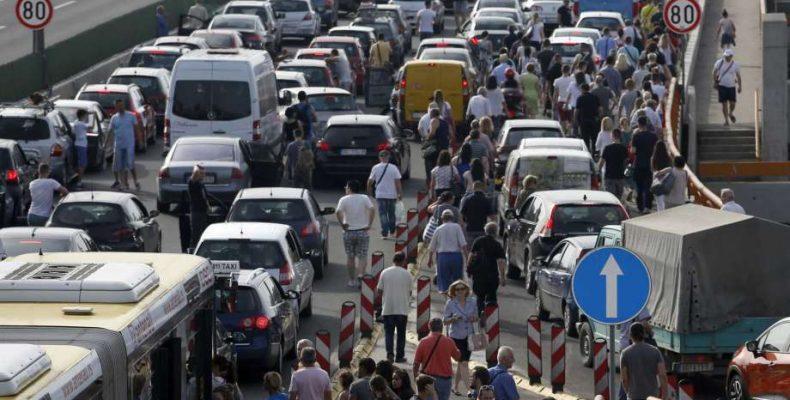 Χαμός με τα καύσιμα στη Σερβία, αποκλείουν δρόμους, για την αύξηση της βενζίνης! στην Ελλάδα πέρα βρέχει σε όλα!