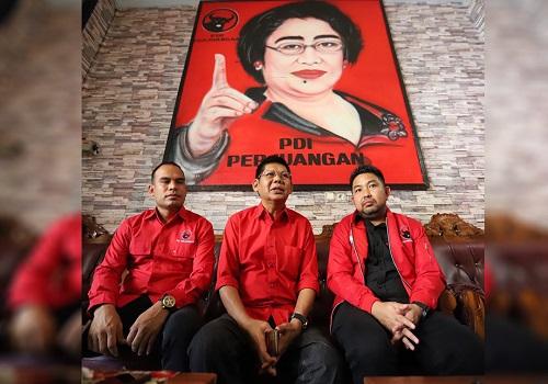 Zulkifli Ar, bersama M Syaripuddin, dan Syairi Mukhlis saat memberikan keterangan pers di Kotabaru