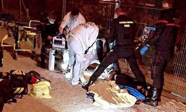 Pasca Pemenggalan Guru Prancis, 2 Perempuan Muslim Ditusuk di Menara Eiffel