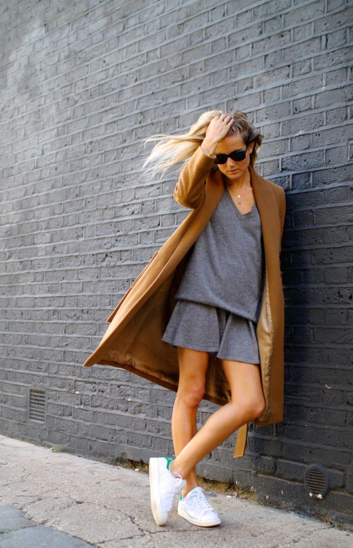 6dc54acaa0 Te dejo un par de ejemplos para que veas como Gigi Hadid y otras bloggers  combinan sus Stan Smith o Superstar de Adidas con un vestido corto!