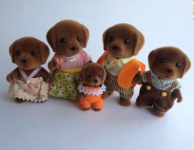 Sylvanian Families Hunter-Smyth Chocolate Labrador Family Baby