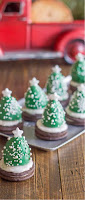 Arboles de Navidad hechos con materiales reciclados