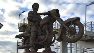 Виктор Цой на мотоцикле