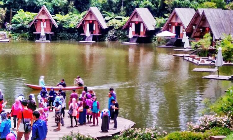 Wisata dan Makan - Makan ke Dusun Bambu Family Leisure Park, Lembang