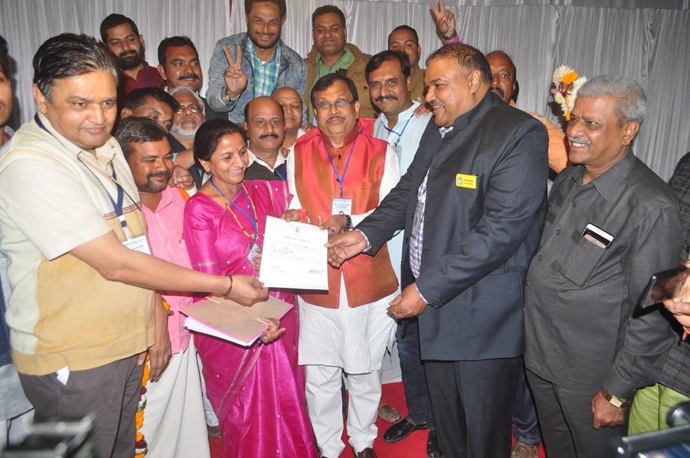 10997 मतों से विजयी घोषित हुए भाजपा प्रत्याशी गुमानसिंह डामोर-jhabua-election-2018-BJP-candidate-Guman-Singh-Damor-declared-victorious-by-10997-votes