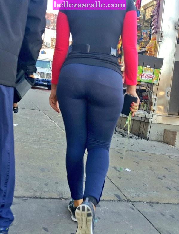 Mujeres en leggins con la tanga marcada | Mujeres bellas