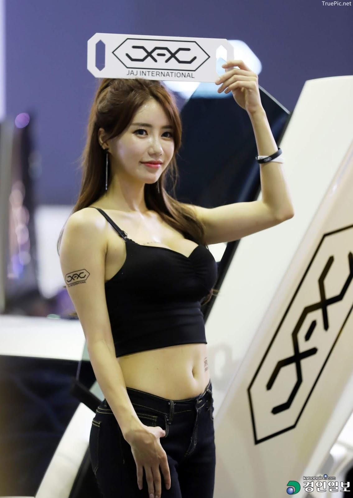 Korean Racing Model - Im Sola - Seoul Auto Salon 2019 - Picture 2