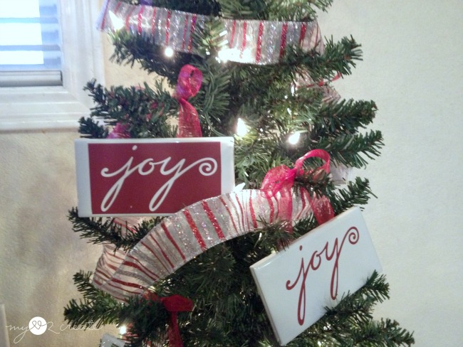 Easy Tile and Vinyl Christmas Ornaments, Christmas Gifts MyLove2Create