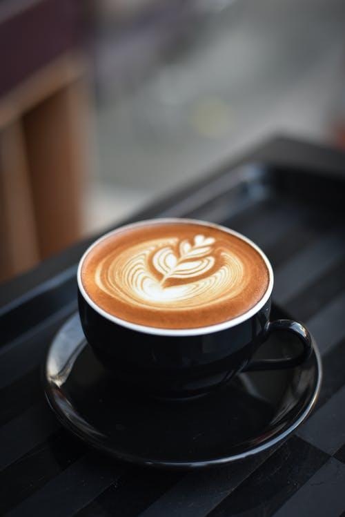 3 طرق سهلة لصنع قهوة رائعة على نار المخيم