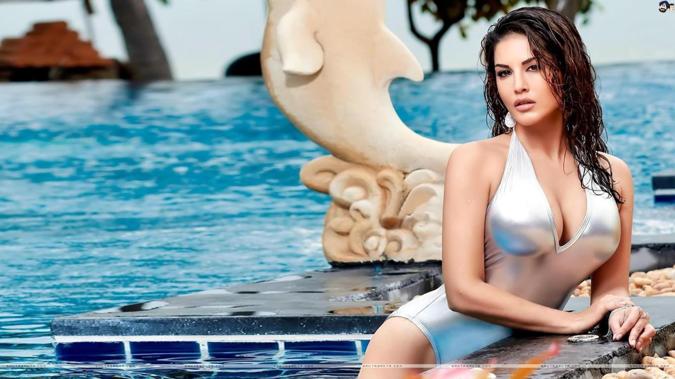 Sunny Leone Sensual Look Sexy Wallpaper
