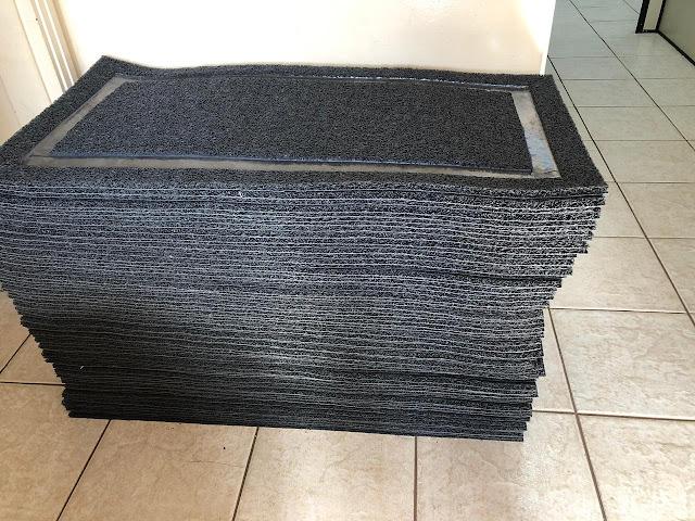Secretaria de Educação de Adamantina reforça estoque de materiais de limpeza e adquire totens para disponibilização de álcool em gel