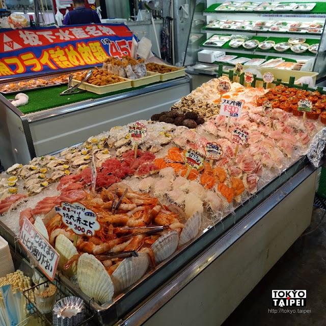 【糸滿市物產中心遊食來】沖繩南部超讚魚市場 銅板價生熟食海鮮吃不完