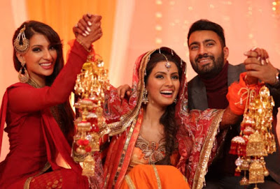 Geeta-Basra-showing-off-her-kalire