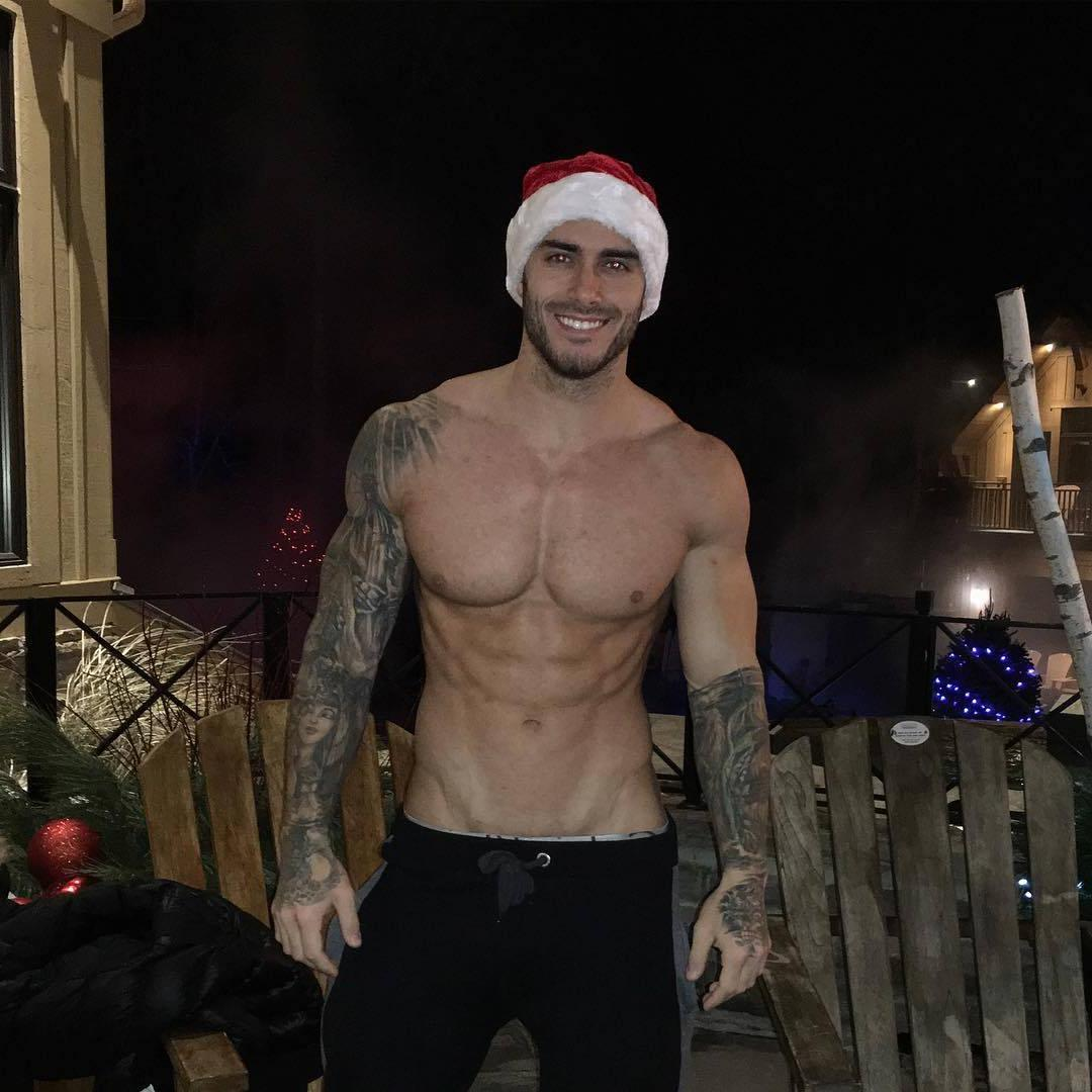 fit-cute-smiling-tattoo-arms-shirtless-muscle-pecs-daddy-santa-claus-hunk-dilf