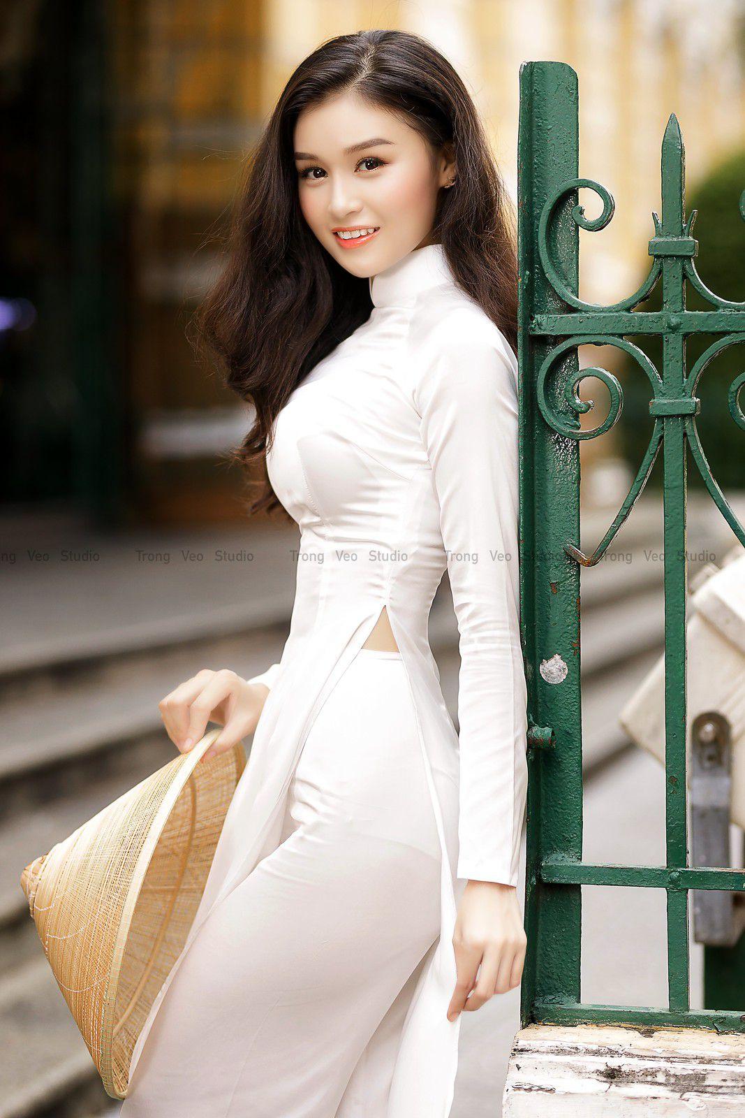 Ngắm bộ ảnh hoa khôi Phương Đoan đẹp hú hồn trong tà áo dài trắng thướt tha 4