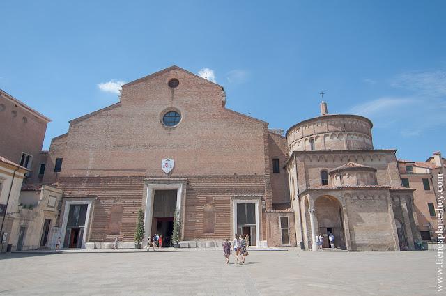 Duomo y Baptisterio Padua Italia viaje turismo