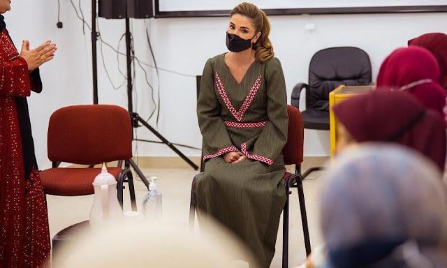 Queen Rania is wearing Jennifer Chamandi Olive green suede lorenzo pumps. Apple watch
