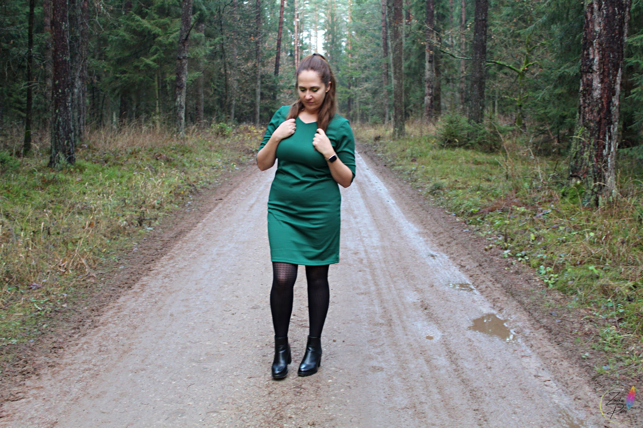 Modna sukienka ołówkowa dzianinowa MARLENA w kolorze butelkowej zieleni - Grandio.pl