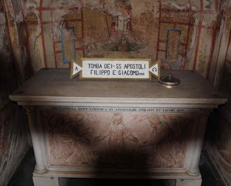 Tumba de São Filipe e Santiago o menor Apóstolos, Basílica Dodici Apostoli, Roma