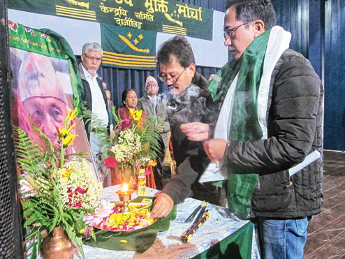 Maan Ghisingh pays respect to Subash Ghisingh on Sunday. (Suman Tamang)