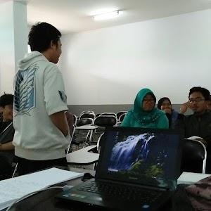 Saya Diundang Menjadi Pemateri Pelatihan Menulis Artikel Dalam Bahasa Inggris Di English Club ESA UHAMKA