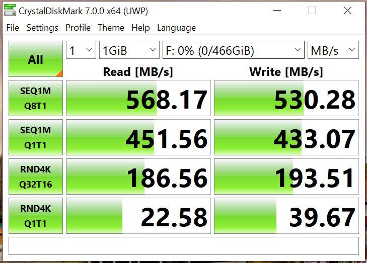 CrystalDiskMark Seagate Fast SSD 500GB