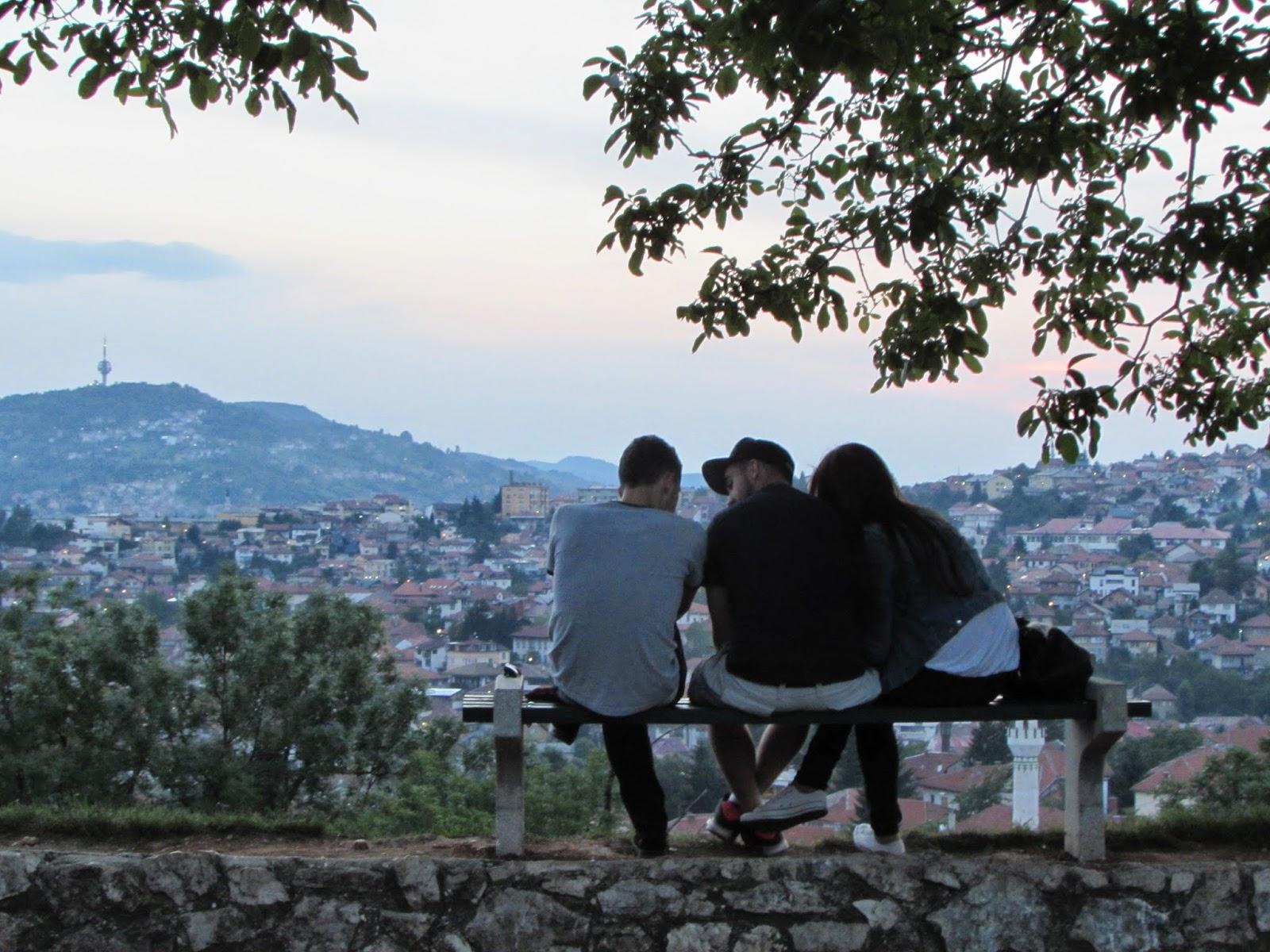 Sarajevo, lignes de fuite: Sarajevo, la vie ordinaire après la guerre (Horizons) (French Edition)