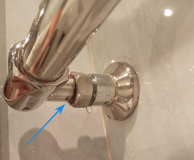 Течет полотенцесушитель — почему, что делать