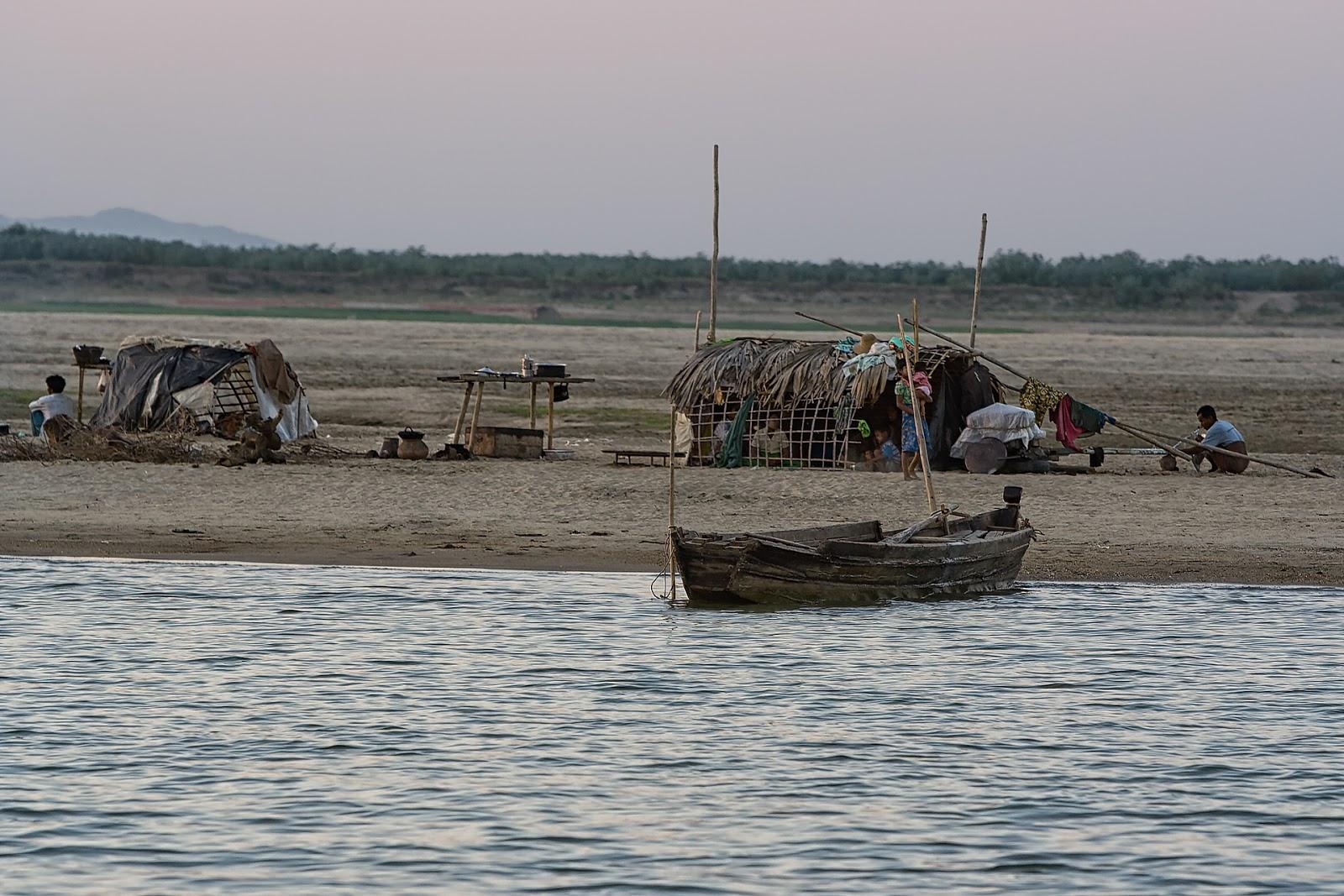 rzeka,Irawada,bagan,birma,bieda