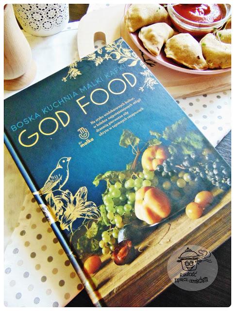 Pieczone pierożki z nadzieniem warzywnym a takze recenzja ksiazki GOD FOOD.