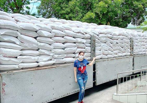 Ara Mina donates truckload of rice in Laguna