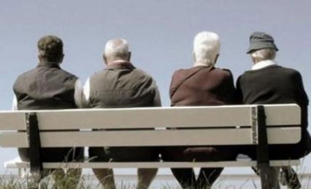 Δυσοίωνη πρόβλεψη: Μείωση και γήρανση του πληθυσμού της Ελλάδας στις επόμενες δεκαετίες