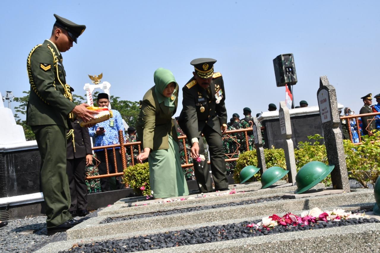 Jelang HUT TNI dan Kodam IV/Diponeoro, Pangdam Pimpin Ziarah di TMP Giri Tunggal