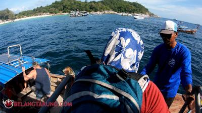 Naik Perahu Ke Pantai Koh Lipe
