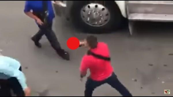 En Iztapalapa policías detienen a narcomenudistas y los vecinos salen a defenderlos a pedradas