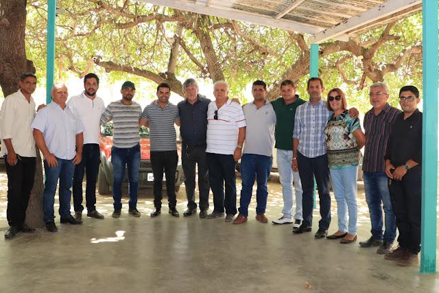 Após aprovação do Orçamento do município para 2020 prefeito do Município de Buíque almoça com vereadores para comemorar a vitória