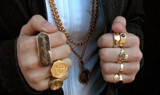 Kain Sutra dan Cincin Emas