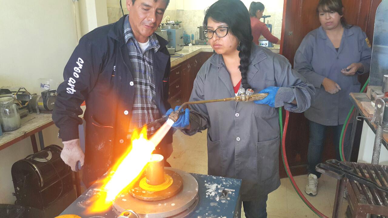 A través de la práctica los alumnos aprenden técnicas en joyería básica e intermedia / VENTAJAS
